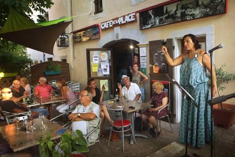 Laissez-vous conter au Café de la Place à La Caunette ©G.Souche