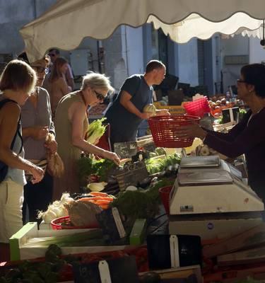 Marché d'été dans le Minervois ©G.Souche - Pays Haut Languedoc et Vignobles