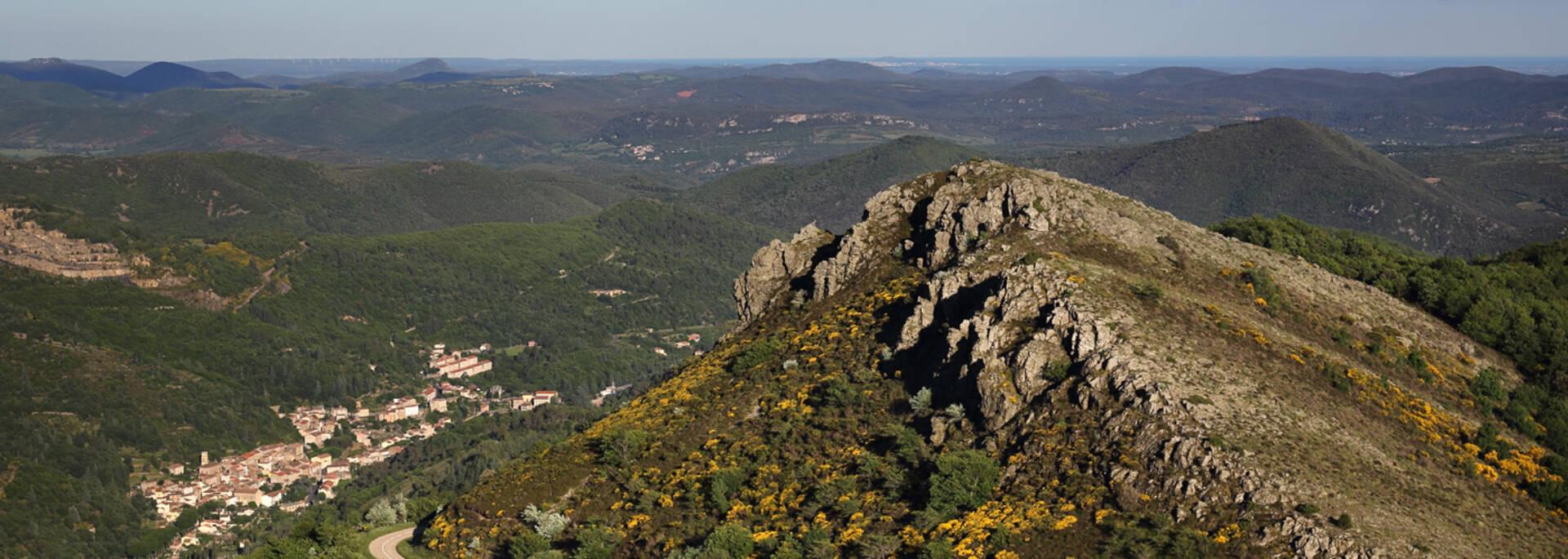 Vue sur Graissessac depuis le mont Cabanes ©G.Souche