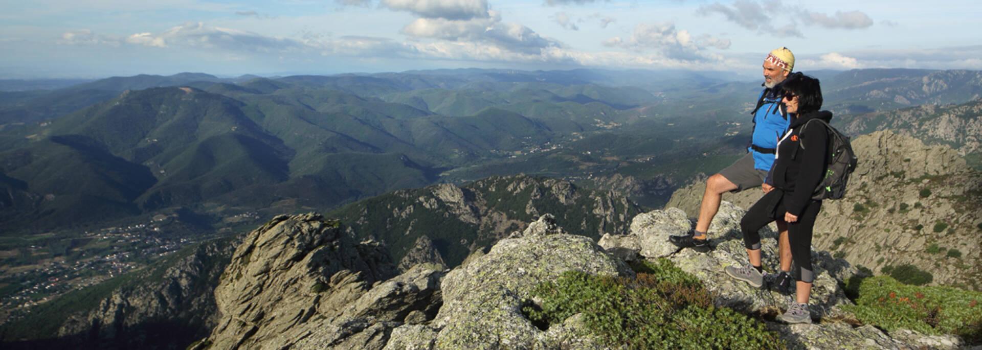 Randonneurs depuis le sommet du Caroux ©G.Souche