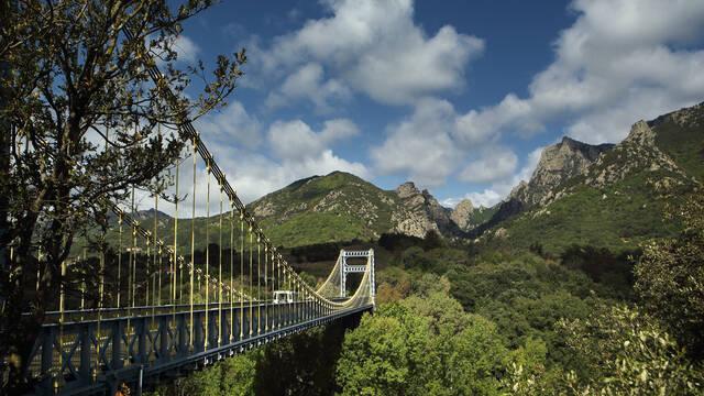 Le pont de Tarassac et le Caroux ©G.SOUCHE