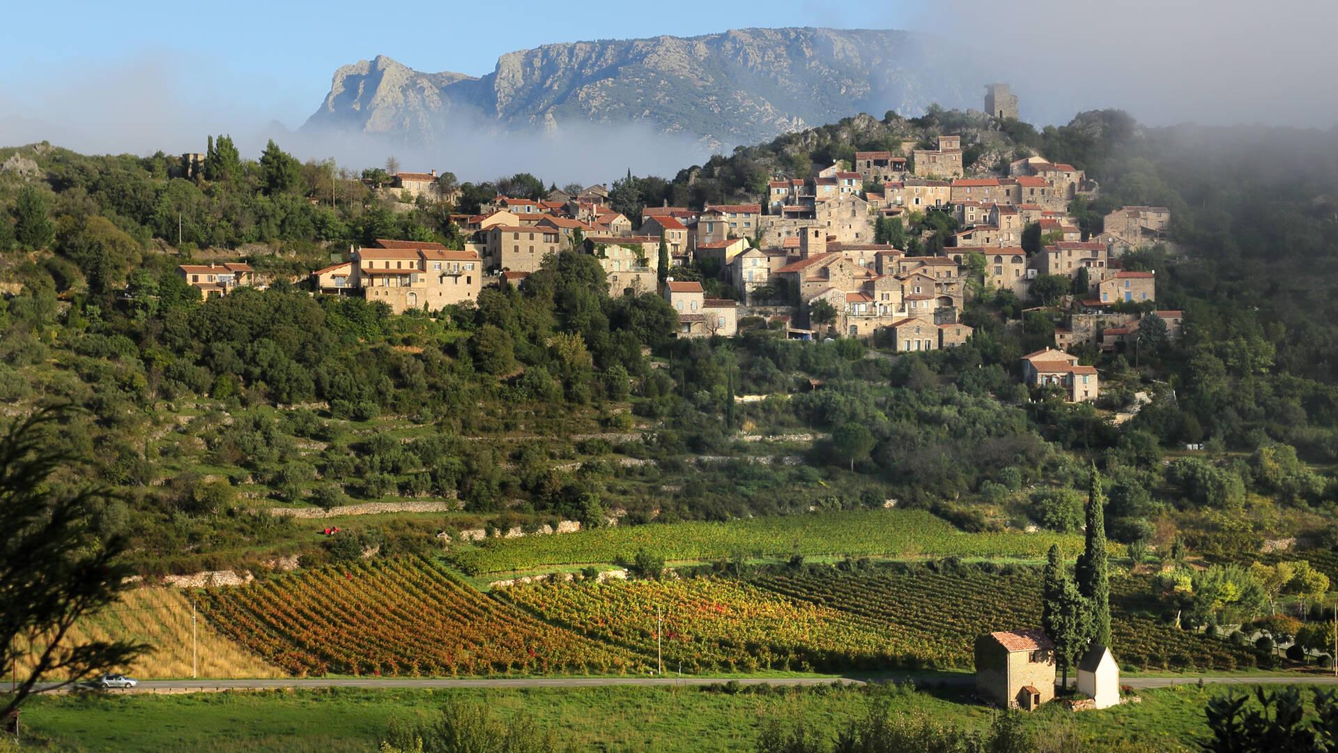 Vieussan, vignobles et Caroux ©G.Souche