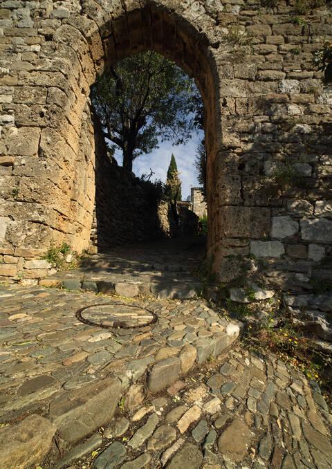 les rues et portes historiques de Minerve © Georges SOUCHE