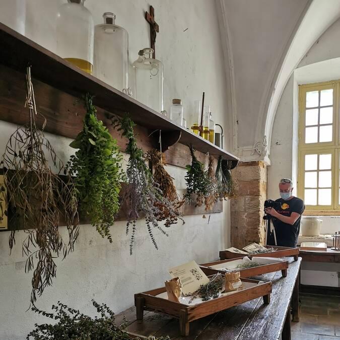 Dans les cuisines de l'abbaye de Cassan ©A.Appert