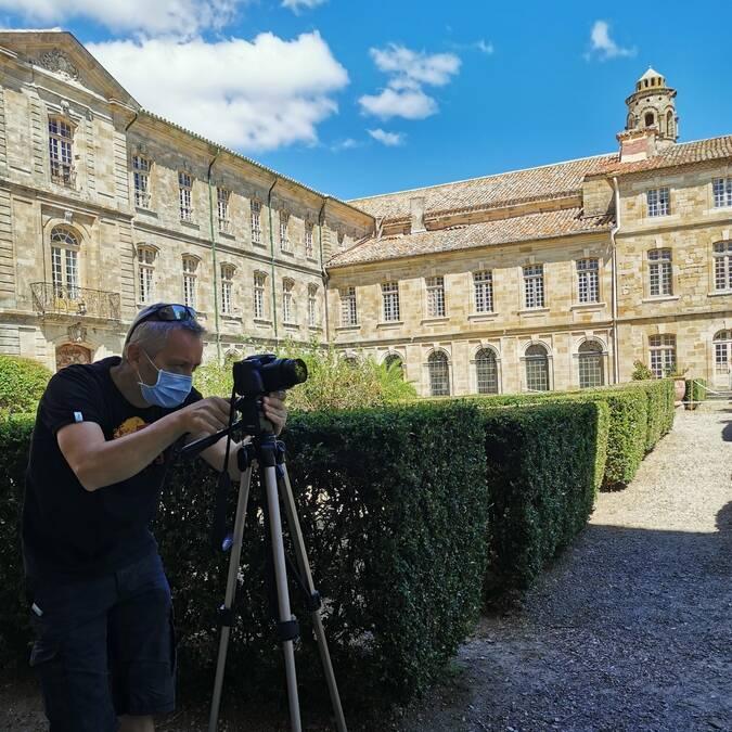 En tournage dans le parc de l'abbaye de Cassan ©A.Appert