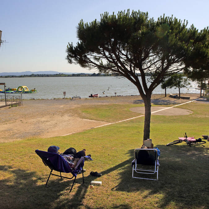 Plage en gazon Lac de Jouarres
